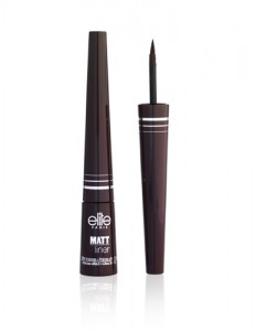Intensity, precision, and resistance brought together in one product! Waterproof and long lasting, the liner won't budge all day long. Its precise applicator allows you to adjust the thickness of the line the way you like it. The texture dries very quickly and the colors are deep and intense.